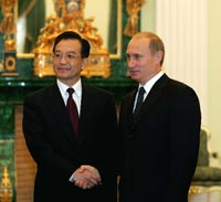 Photo:Russian President Vladimir Putin (R) meets with visiting Chinese Premier Wen Jiabao in Moscow, Sept. 24, 2004.