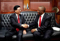 Photo:Chinese Vice Premier Huang Ju (L) meets with Botswana's President Festus Mogae in Gaborone Nov. 20, 2005. Huang arrived in Botswana Nov. 19 for a two-day official visit to the southern African country.