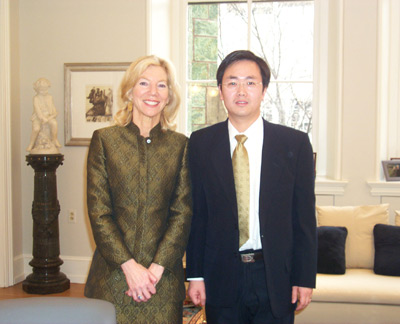 Photo:Yong Tang, People's Daily Online Washington-based correspondent, conducted an exclusive interview with Penn President Amy Gutmann in her office on Penn campus.