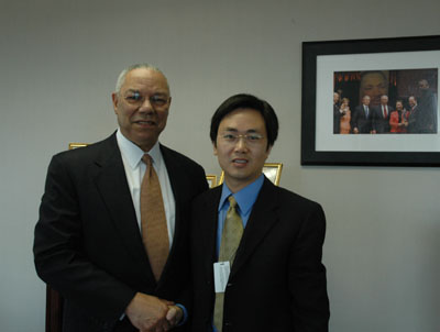 Photo:Former U.S. Secretary of State Colin Powell (L) and Yong Tang, People's Daily Washington based correspondent