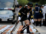 Training details of female PLA honor guards unveiled