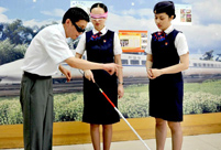Stewardesses of CHR trains experience walk with white cane