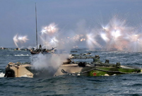 Armored regiment trains on the sea