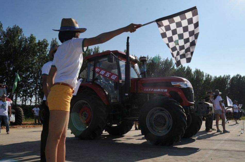Tractor race in Shandong