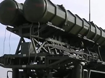 Unveil China's FD2000 long-range air defense missiles