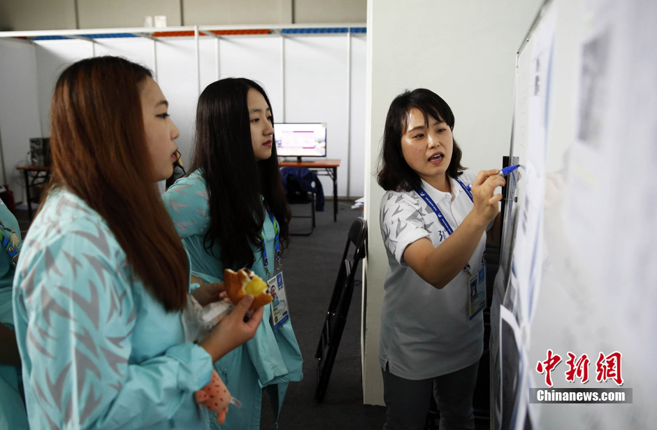 Asian Games: Chinese volunteers in Incheon (3)