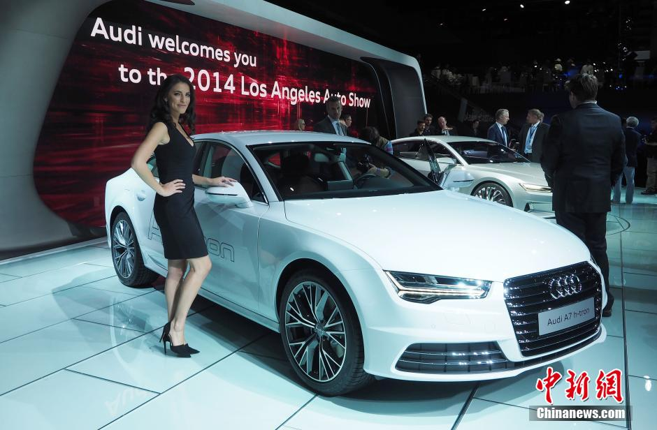 Multiple luxury car brands display their latest models at the Los Angeles Auto Show on Nov. 19, 2014, which have attracted visitors' attention. (Photo/CNS)