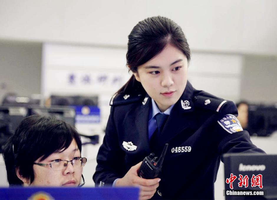 Versatile woman police officer in China - Peoples Daily