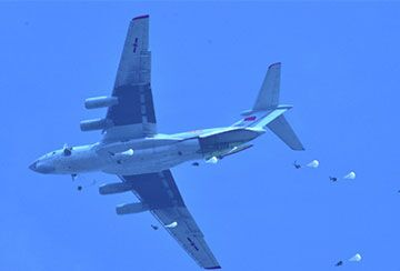 Airborne troop holds training in Hubei