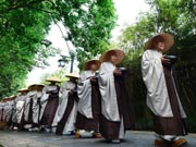 630 monks walk for charity in Hangzhou