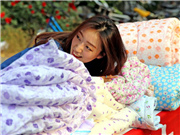 Tsinghua junior makes over 10,000 yuan a day by selling alumnae's used quilts