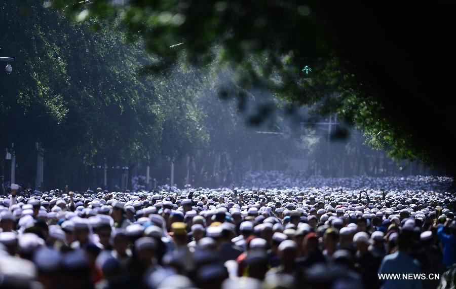 Muslims leave Dongguan Mosque after gathering to celebrate the Eid al-Fitr which marks the end of Ramadan at Dongguan Mosque in Xining, capital of northwest China's Qinghai Province, July 17, 2015. (Xinhua/Zhang Hongxiang)