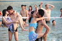 Kiss contest held in Nanning, SW China