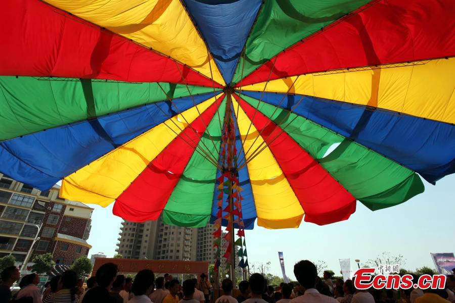 China breaks Guinness World record for largest umbrella