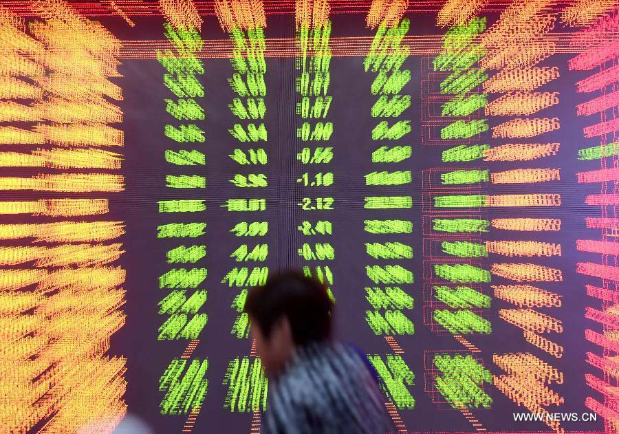 China stocks tumble further, drag index to seven-month low