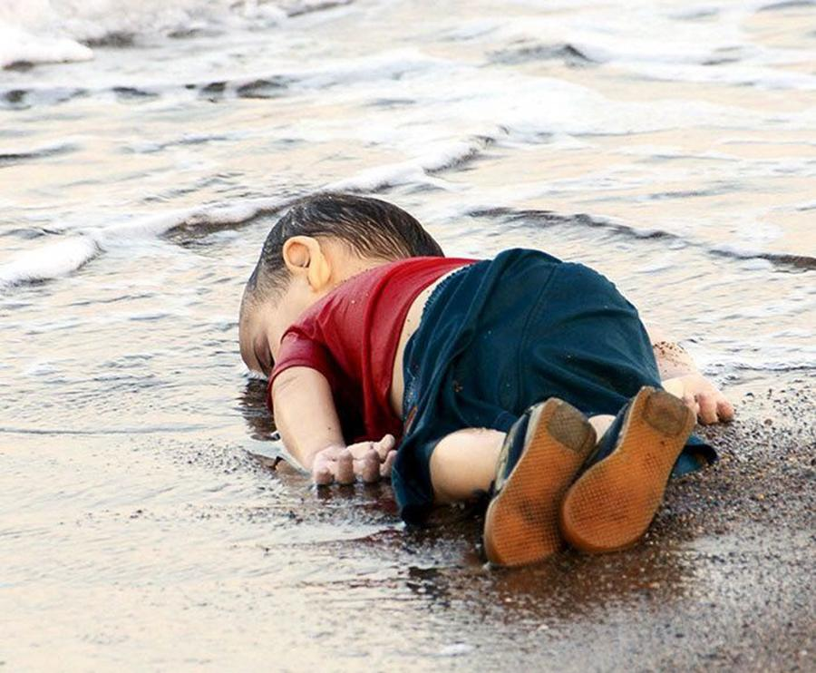 Toddler Refugee's Body Washed Ashore in Turkey, Triggering Massive Mourn Activities