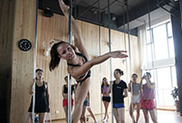 Czech pole dancing master teaches in Xi'an