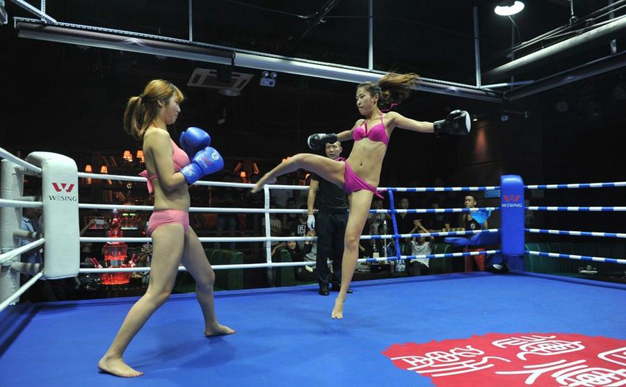 Bikini Boxing On Opening Day Of A Bar In Taiyuan People