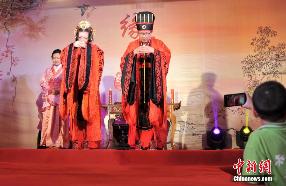 Traditional Han-style wedding held in Hebei
