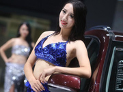 Models steal the light at Nanjing auto expo