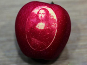 """Luxury"" art apples debut in Shanghai"