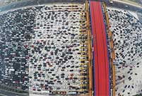Heavy traffic turns expressway into huge parking lot