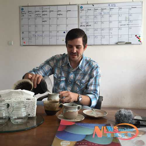 A Story of an American and Pu'er Coffee