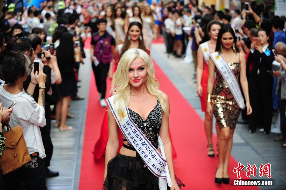 Contestants of Miss Model of the World compete in S China