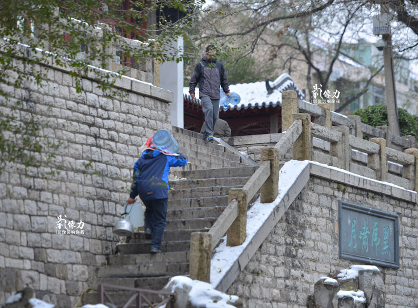 People enjoy the 'spring water life' in winter of Jinan