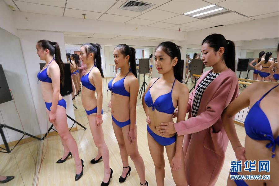 Bikini students get trained for art exam in E China