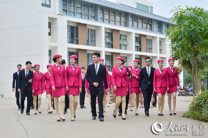 Charming flight attendants shine in Guangxi