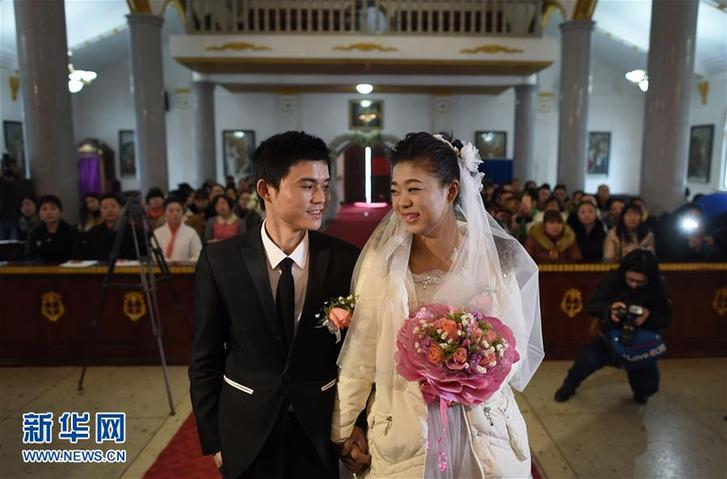Girl with uremia has wish for dream wedding fulfilled with help of crowdfunding website
