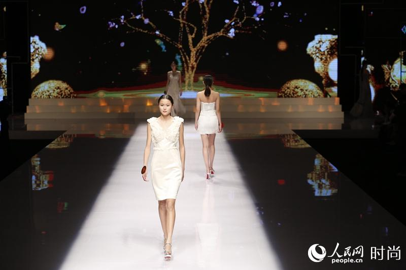 Charming models compete in super model contest in Beijing