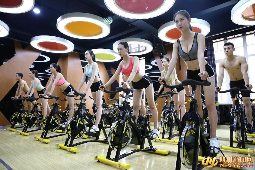 College girls show off perfect figures at gym