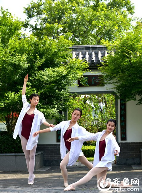 Charming dancing students pose for graduation photos