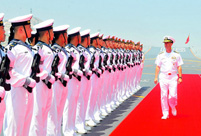 US Navy chief tours Liaoning aircraft carrier