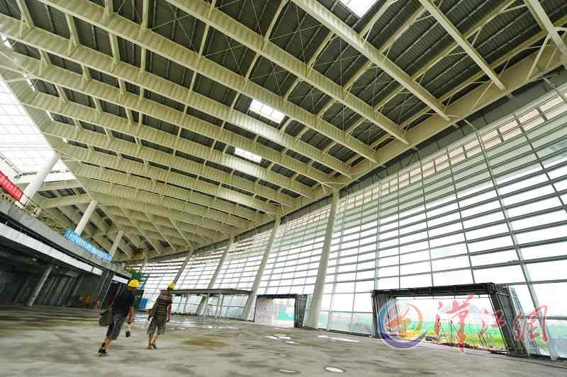 The new terminal of Xiangyang Airport is being decorated