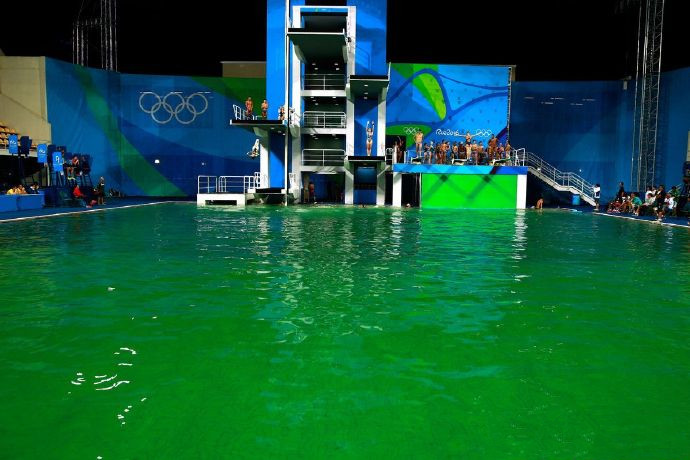 Green water in Rio Olympic swimming pool draws suspicions