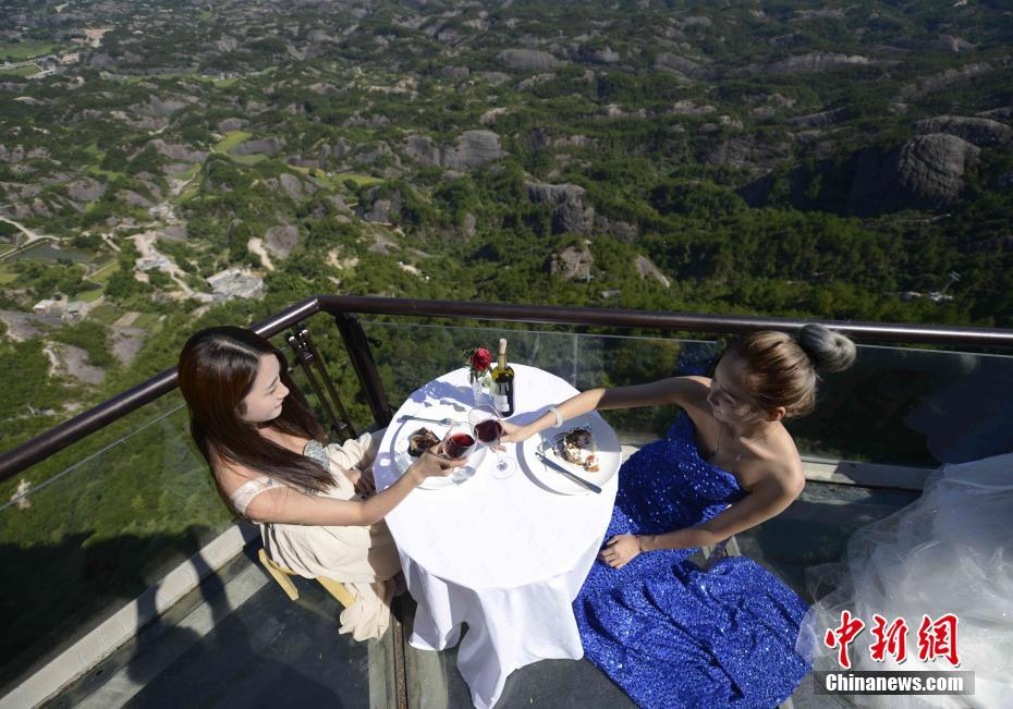 Take a sip of wine at the glass skywalk in Hunan