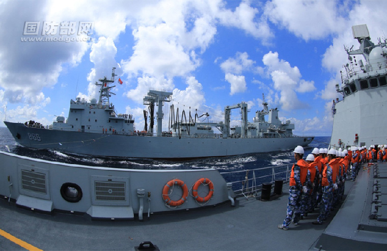 Missile destroyer Jingzhou attends combat training