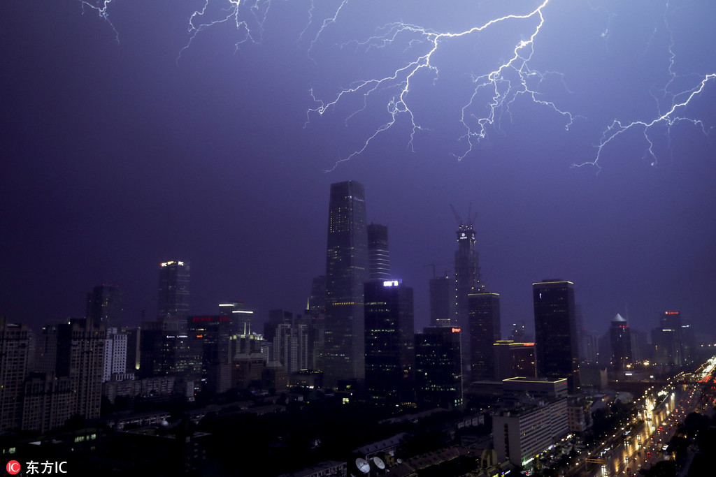 Incredible images of lightning strikes in Beijing