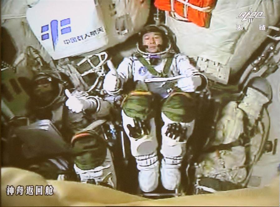 Shenzhou-11 spacecraft docks with Tiangong-2 space lab