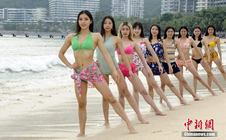 College girls in Chengdu prepare for bikini beauty pageant