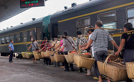 Free train carries vegetable farmers to market