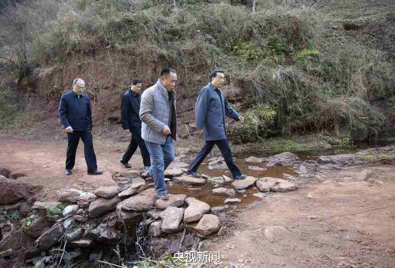 Premier Li Keqiang visits poverty-stricken Yunnan village before Spring Festival