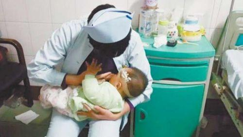 Nurse volunteers to breastfeed badly injured infant