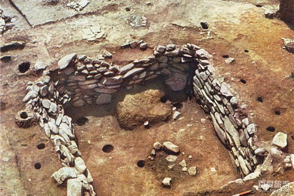 Archaeologists discover 13 ancient tombs in Tibet