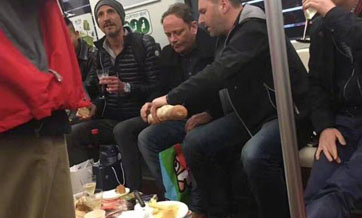 Foreigners caught eating on Shanghai subway