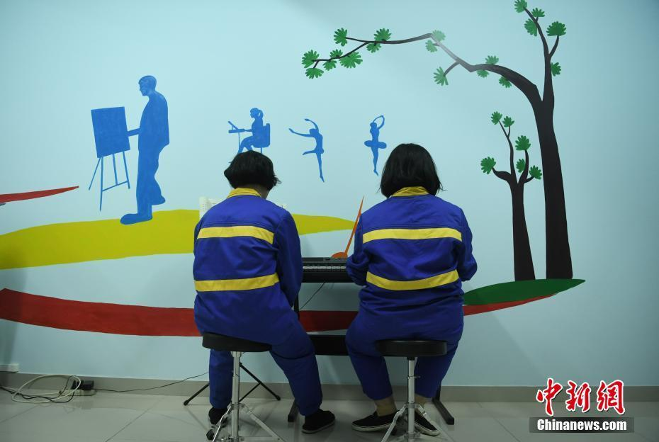 Chongqing rehab center give job training to drug addicts
