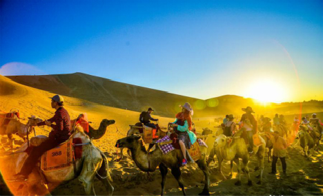 Dunhuang tourist site attracts 25,000 visitors daily